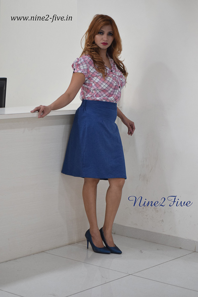 Pink Checked Twill Rayon Cotton Pleated Shirt. Short Puff Sleeves. Shirt Collar. Buttoned Front. It can be machine washed in cold water. Model of 5 feet 4 inches is wearing S Size