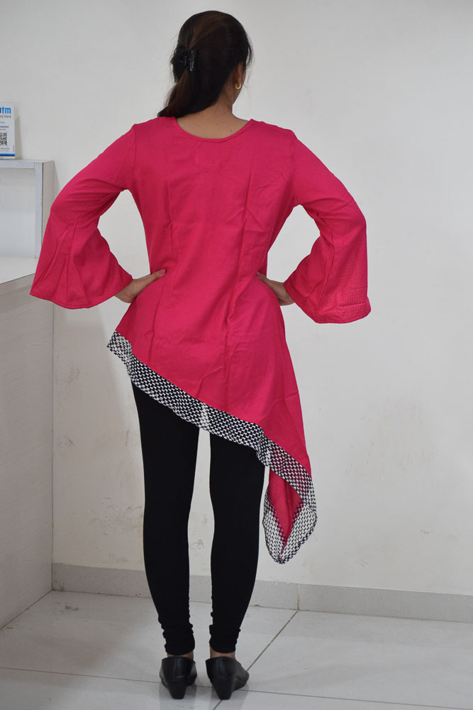 Nine2Five Black & Green Block Print Straight Fit Kurti, Casual Kurti, Short Kurti, Cotton Fabric, Western wear, Rani Pink color, Open Sleeves Pattern , Round neck, Kurtis, short.